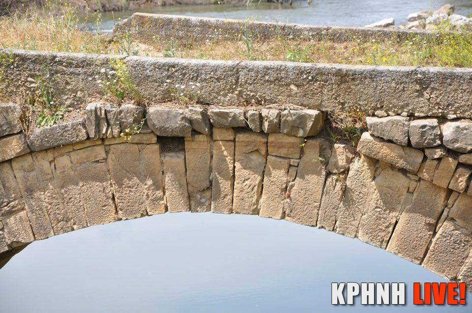 Εικόνα 12 Το κλειδί (μεσαία πέτρα) του γεφυριού στο Κεραμίδι