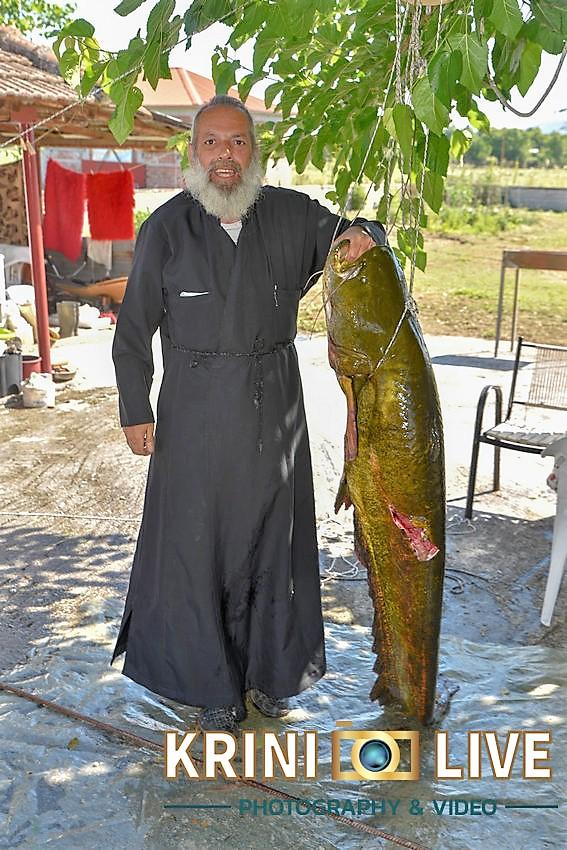 DSC5874 - Ψάρι 35 κιλών «έβγαλε» Ιερέας στον Πηνειό ποταμό